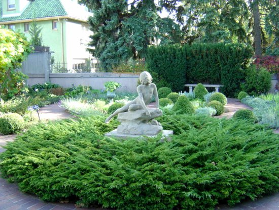 Click to get the codes for this image. Garden Statue, Random Background, wallpaper or texture for, Blogger, Wordpress, or any web page, blog, desktop or phone.
